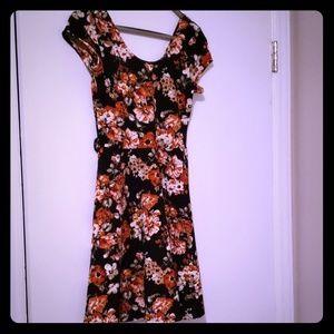 Dresses & Skirts - Flowery mini dress